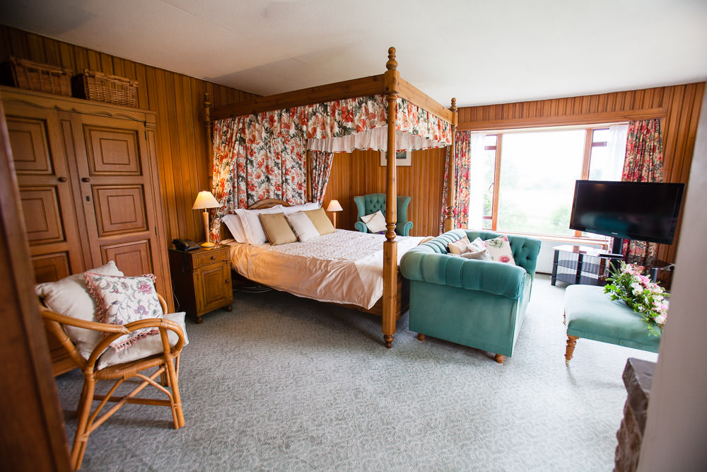 Orchard Suite - Ground Floor Four Poster Room in the Cedar Lodge